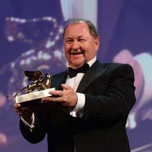 Il regista Roy Andersson stringe il Leone d'oro