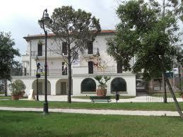 Villa Mussolini e l'ex villa Mamtatia dai mattoni rossi