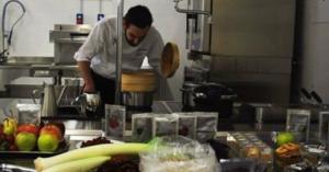 Lo chef Stefano Polato in cucina