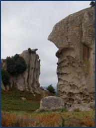 Il megalite che rappresenta la dea Orante