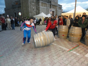 La gara delle botti nel comune di Castell'Umberto